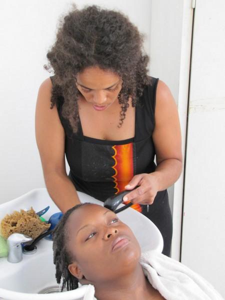apprendre coiffer les cheveux cr pus biblond pour les coiffeurs. Black Bedroom Furniture Sets. Home Design Ideas