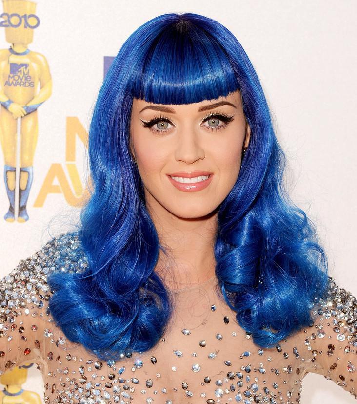 katy-perry-a-eu-les-cheveux-bleus-en-2010_175594_wide