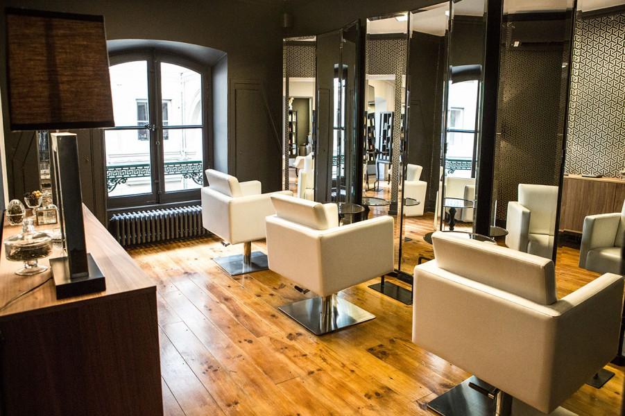 Habillez les murs de votre salon de coiffure biblond for Decoration salon de coiffure