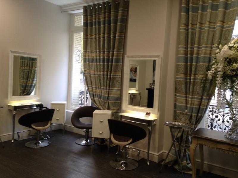 un nouveau souffle pour la maison de haute coiffure lucie saint clair biblond pour les. Black Bedroom Furniture Sets. Home Design Ideas