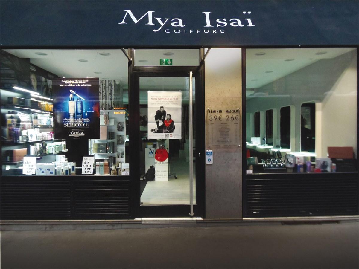 Un nouvel lan pour le salon de coiffure mya isa for Devanture salon de coiffure