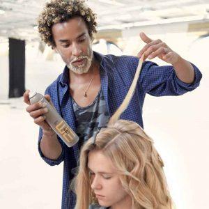 Cyrill Brune, coiffeur aux mains d'argent