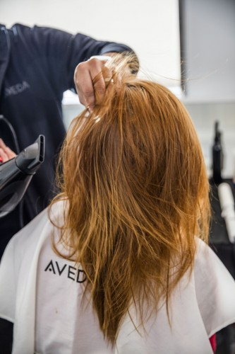 Aveda---Rock-N'-Roll-Hair-step-by-step_étape2_web