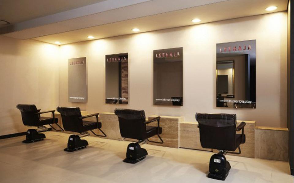 Un miroir tactile pour les salons de coiffure : Biblond ...