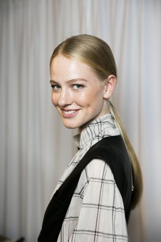 backstage-at-tibi-for-aveda-at-new-york-fashion-week_apres-trois-quarts