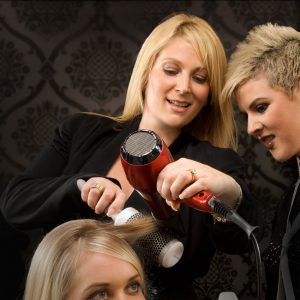 Au creux de la coiffure N°12 : Formateur fort menteur