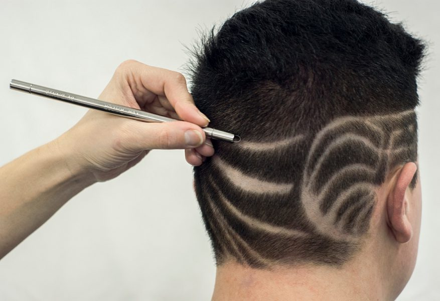 Stylo cheveux blancs homme