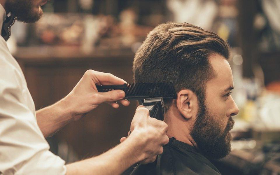 de plus en plus d hommes vont chez le coiffeur biblond. Black Bedroom Furniture Sets. Home Design Ideas