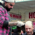 Rendez-vous dans la rue pour coiffer les SDF