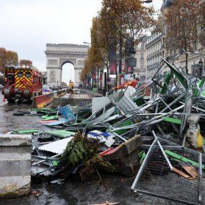 Gilets jaunes : des coiffeurs des Champs-Élysées se confient