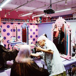 Bienvenue au Candye Syrup, le salon de coiffure le plus sucré au monde