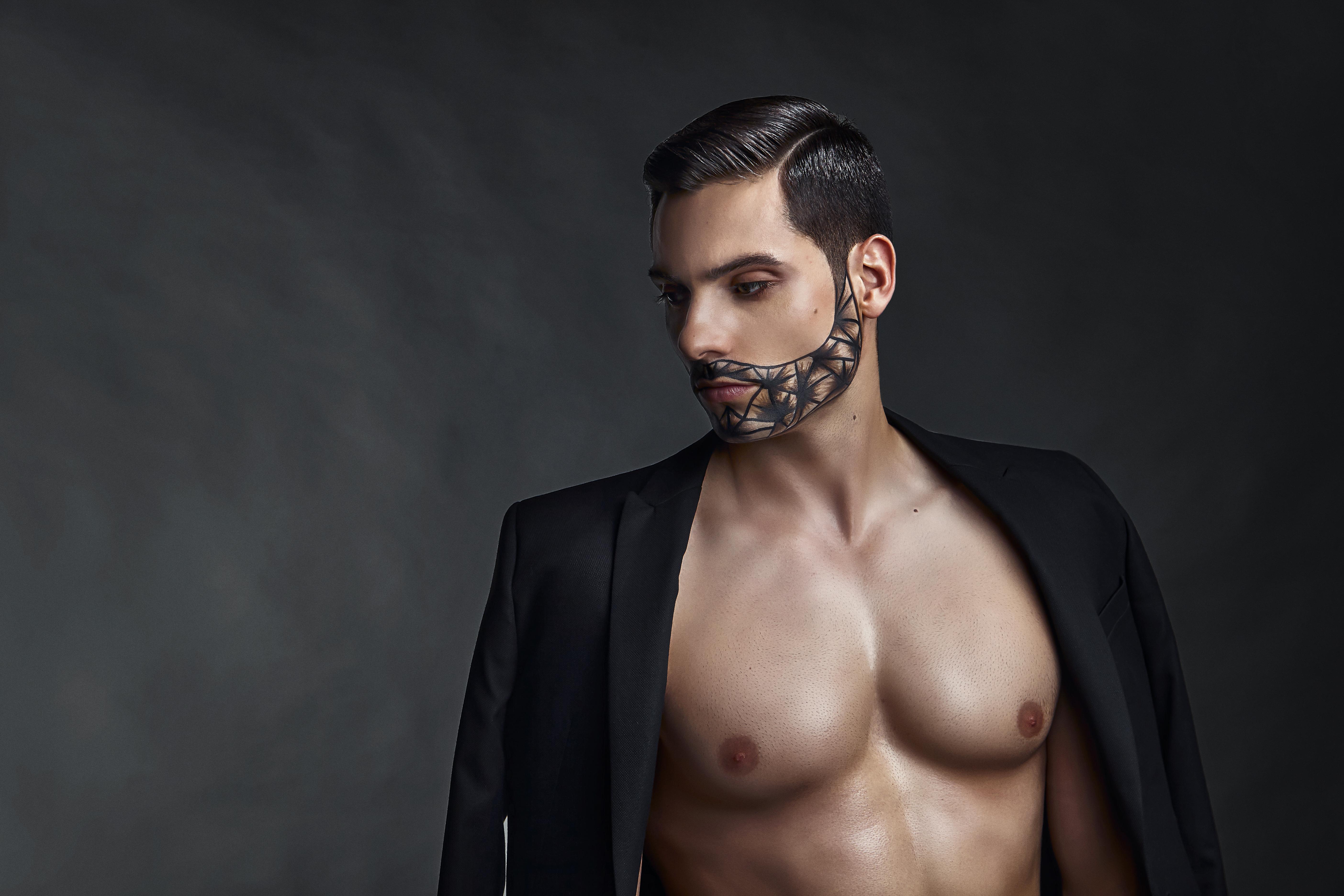Coiffure et direction artistique : Richard Bajon, maquillage : Romina Allio et Laetitia Majer, photos : Joel Dart, retouches : José Aleixo