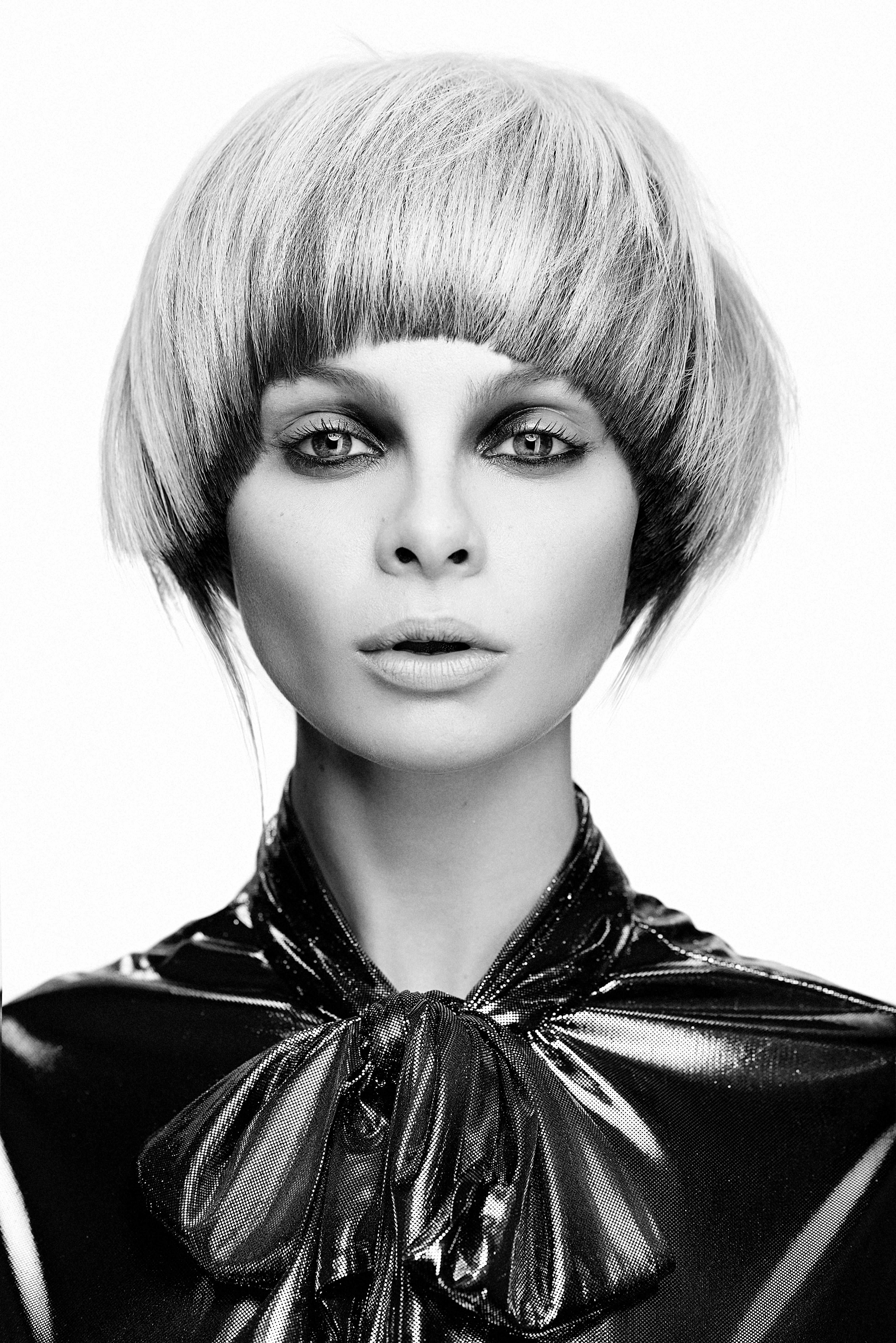 Coiffure : Ben Driscoll-Price, photos : Dan Thomas, maquillage : Lan Nguyen-Grealis, stylisme : Victoria Fiorina et Jamie Russell, images : FPA