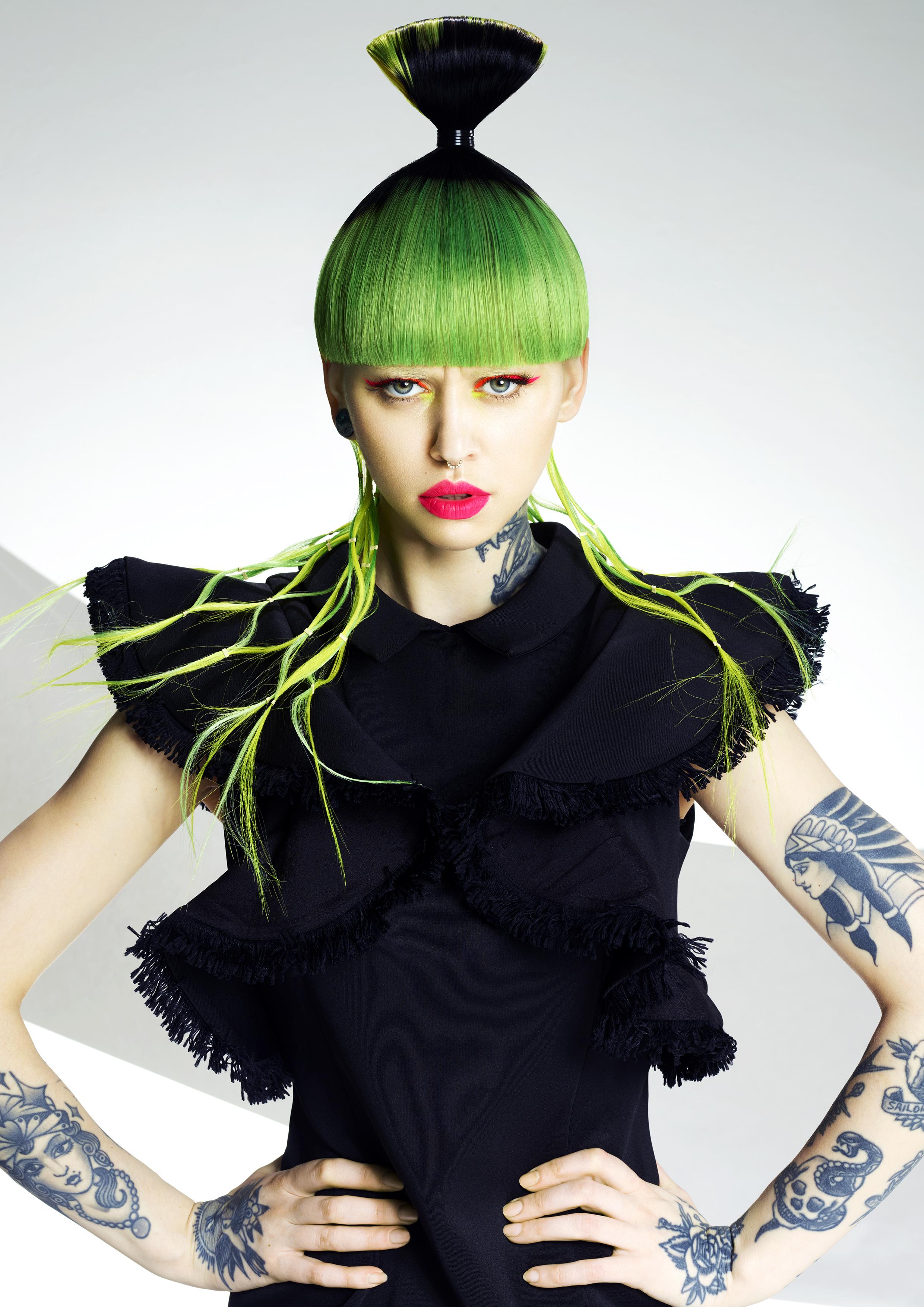 Coiffure, couleur, stylisme : Maggie Semaan, photo : John Rawson, maquillage : Maddie Austin, Produits : Balmain Hair Couture, Images : FPA