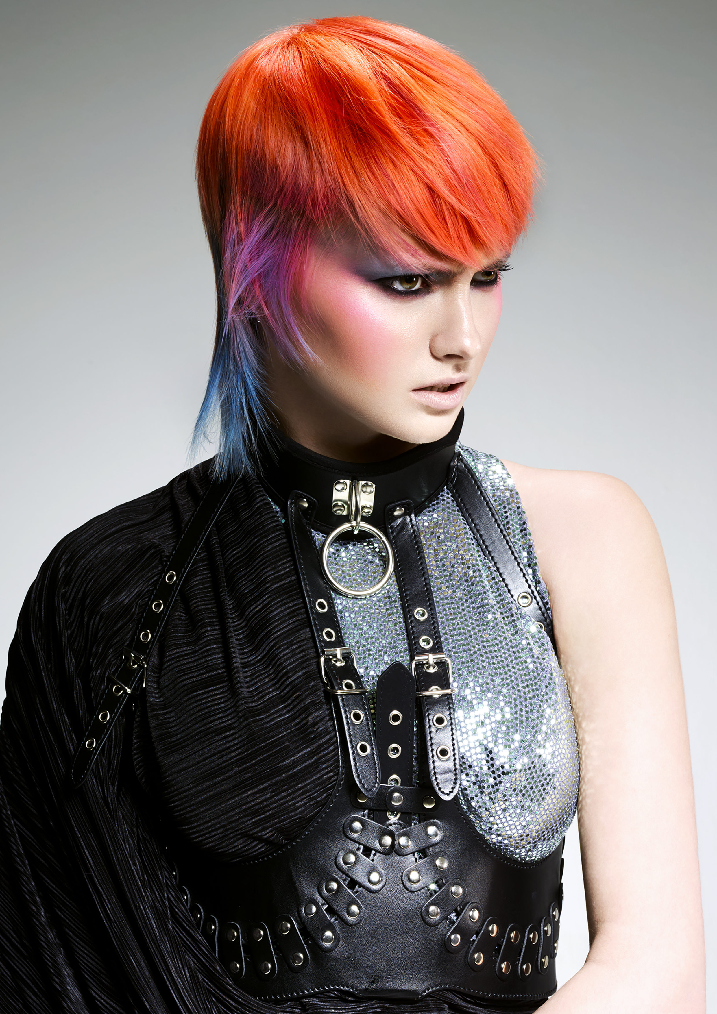 Cheveux : Chad Demchuk, maquillage : Lan Grealis, photos : John Rawson, images : FPA