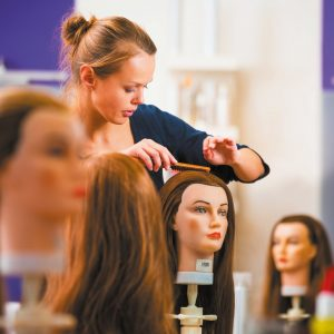 Zoom sur… le choix d'une école de coiffure